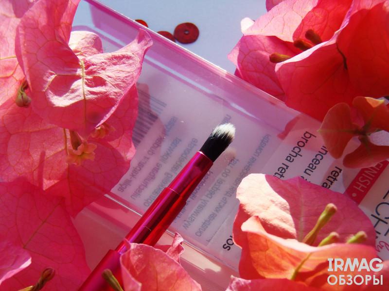 Кисть для макияжа губ Real Techniques Retractable Lip Brush синтетическая (11 см)