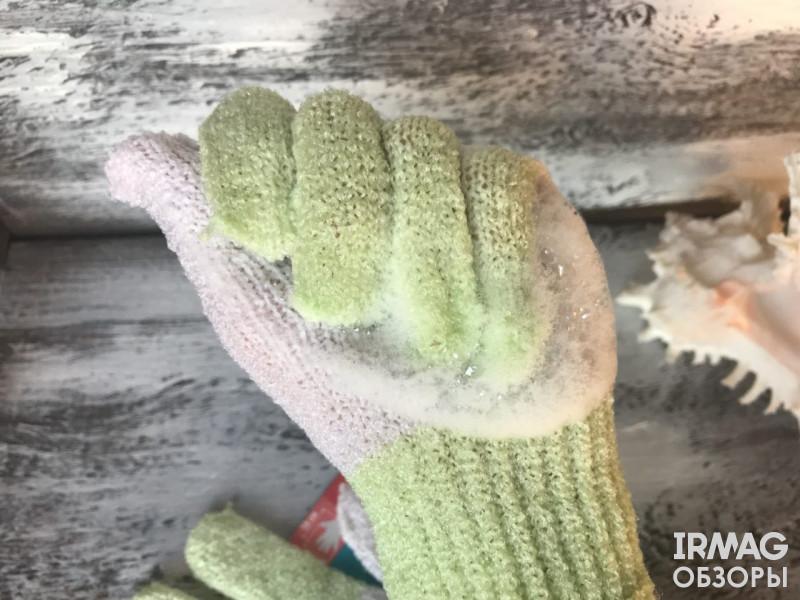Мочалка-перчатка для тела Paterra с эффектом массажа и пилинга