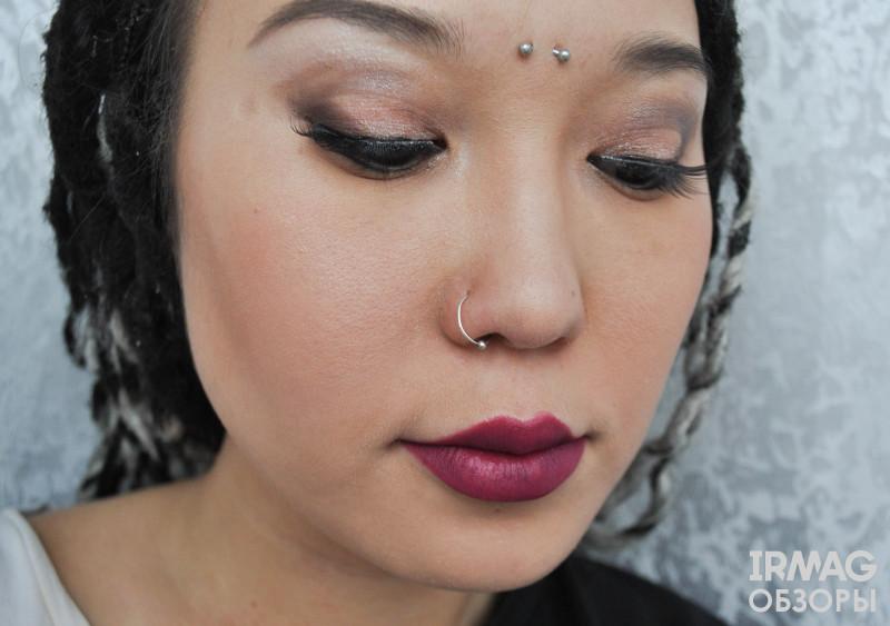 Палетка теней Makeup Revolution Ultra 32 Shade Eyeshadow Palette, Flawless Matte (16 г)
