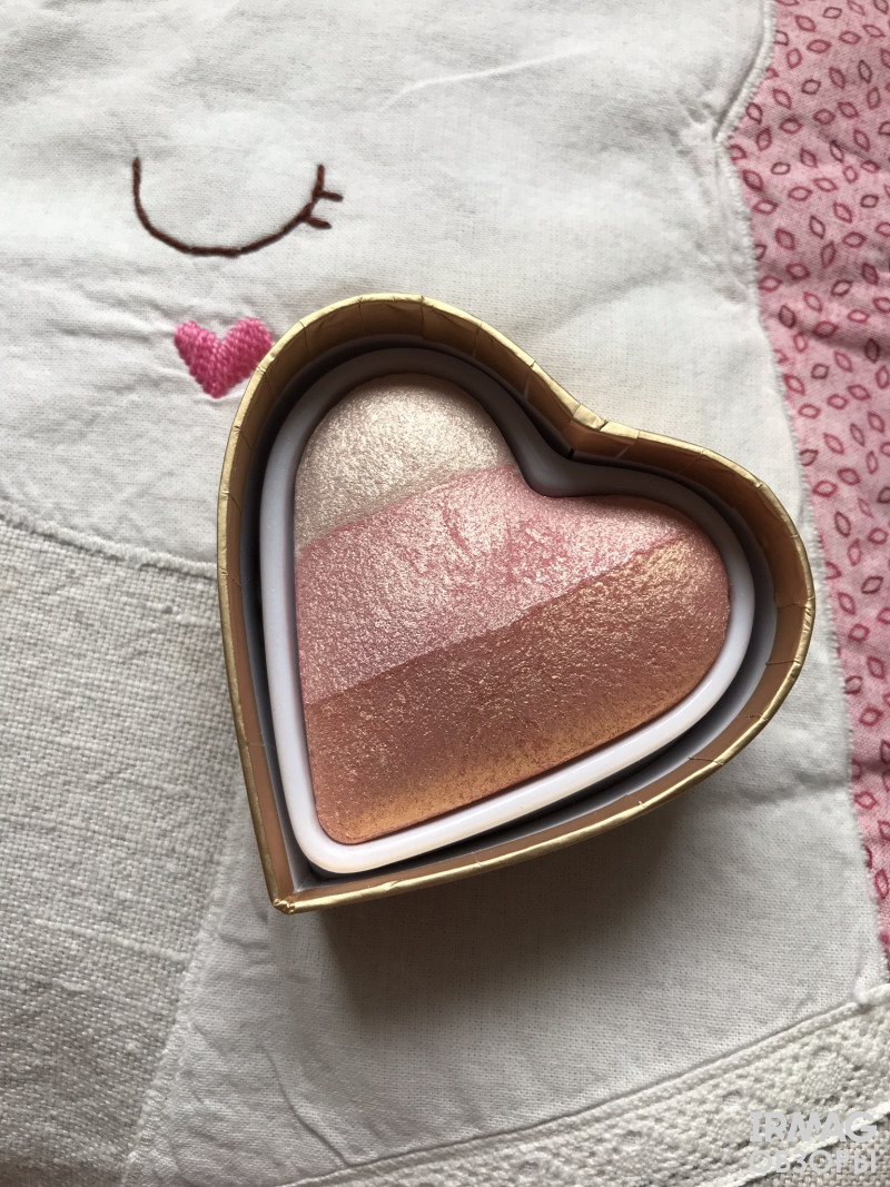 румяна Blushing Hearts от Makeup Revolution