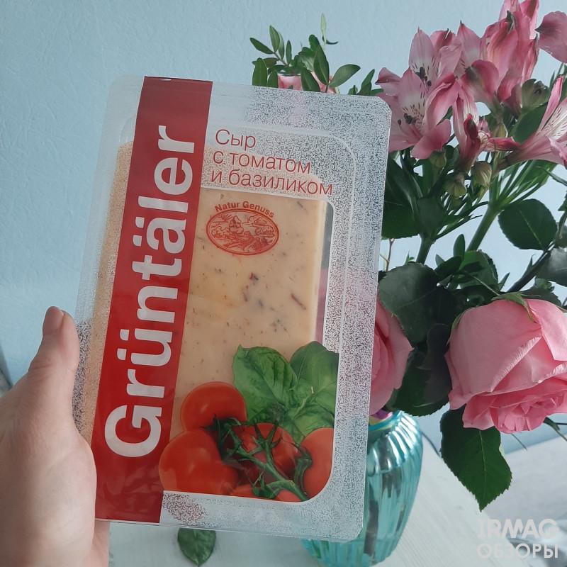 Сыр Gruntaler с томатом и базиликом 50% (250 г)